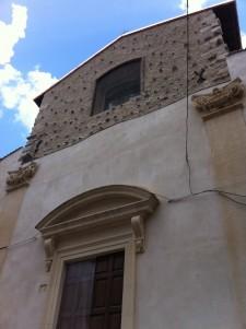 La facciata principale del San Biagio d'Amiternum dopo il restauro